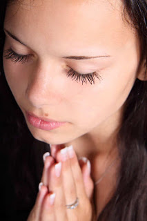 Young-woman-praying-sm